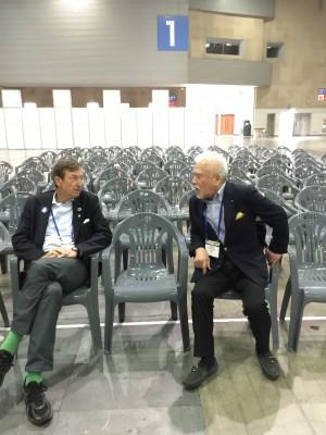 リハーサル前:立野DG、ドイツのガバナーと談笑中